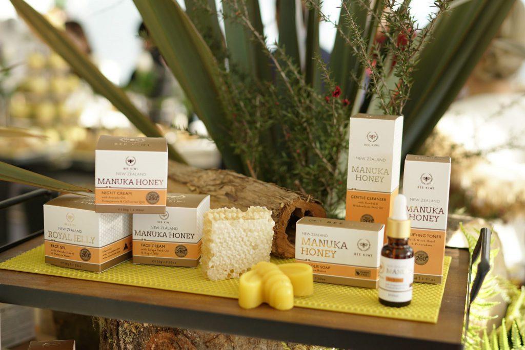 bee kiwi event product display