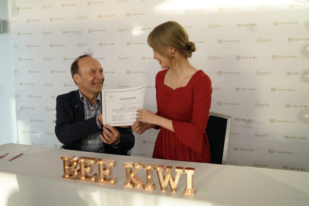 bee kiwi event signing