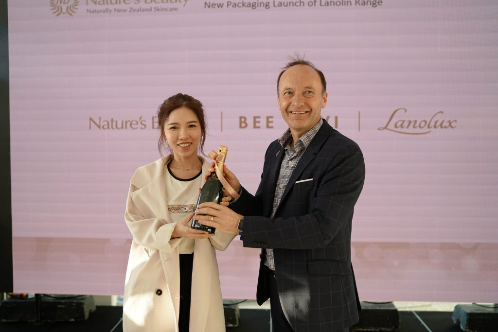 bee kiwi event with wine bottle