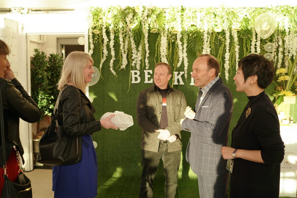 bee kiwi event ceo with guests